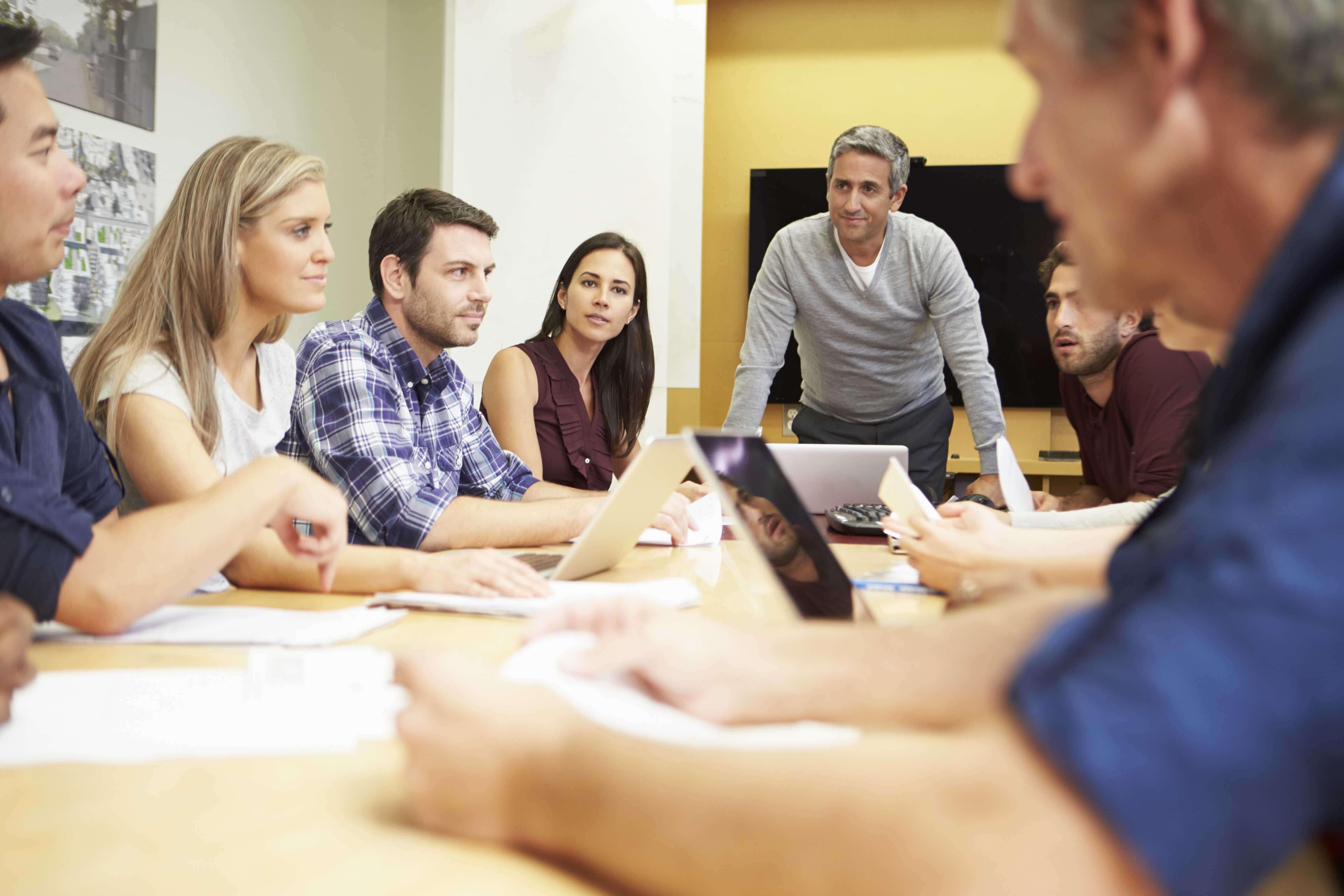 KNOWY Business Meeting mit Teilnehmern